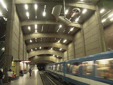 monreal-metro-estacion.jpg